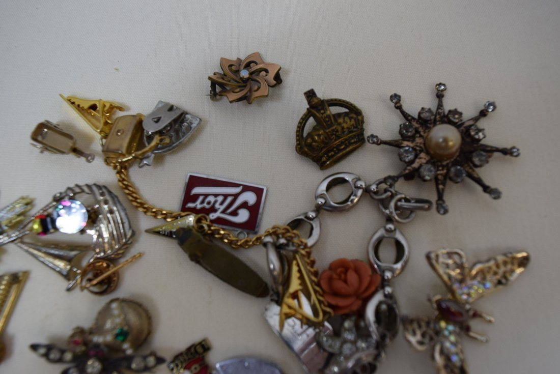 LOT OF PINS; PENDANTS; CLIPS AND MORE - 3