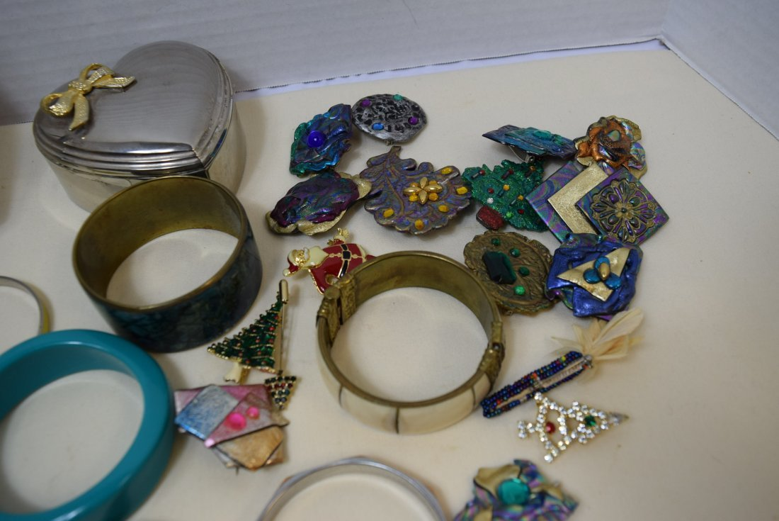 11 BANGLE BRACELETS AND 16 COSTUME BROOCHES - 2