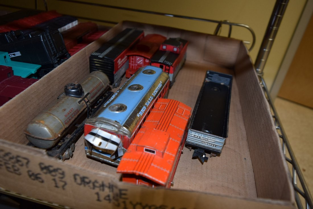 MIXED TRAIN LOT - CATALOGS AND TRAINS - 2