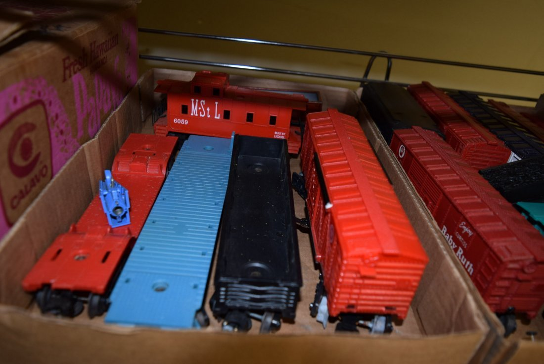MIXED TRAIN LOT - CATALOGS AND TRAINS - 4