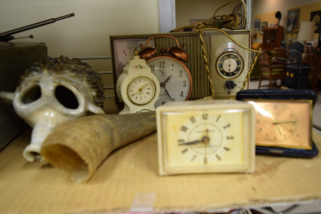 LOT OF CLOCKS AND VINTAGE RADIO