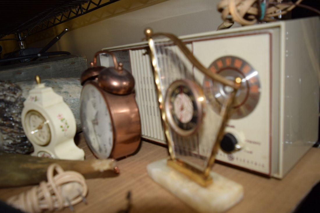 LOT OF CLOCKS AND VINTAGE RADIO - 2