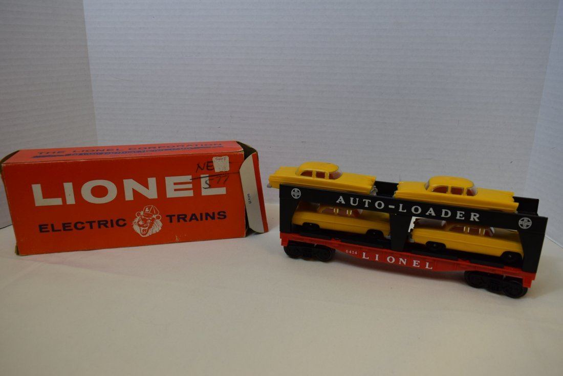 LIONEL TRAIN AUTO-LOADER 6414 WITH CARS