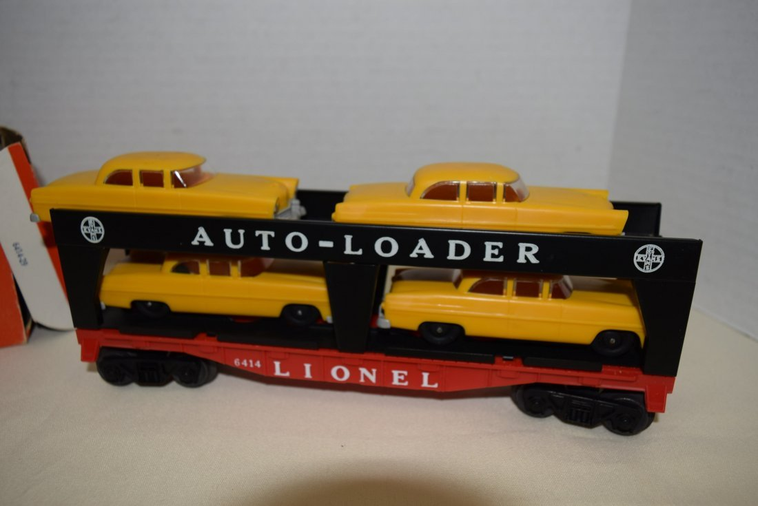 LIONEL TRAIN AUTO-LOADER 6414 WITH CARS - 2