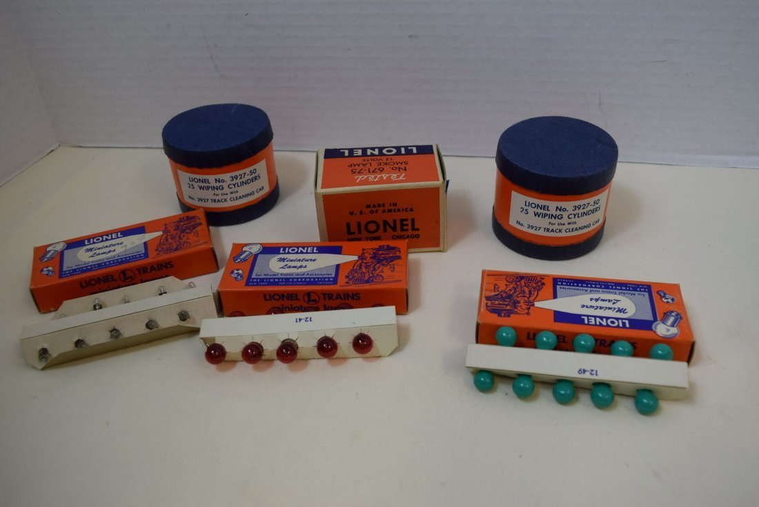 LIONEL TRAIN WIPING CYLINDERS; SMOKE LAMP AND BULBS