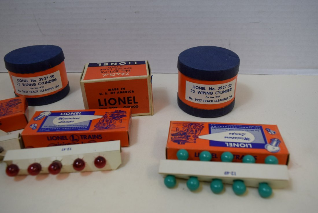 LIONEL TRAIN WIPING CYLINDERS; SMOKE LAMP AND BULBS - 2