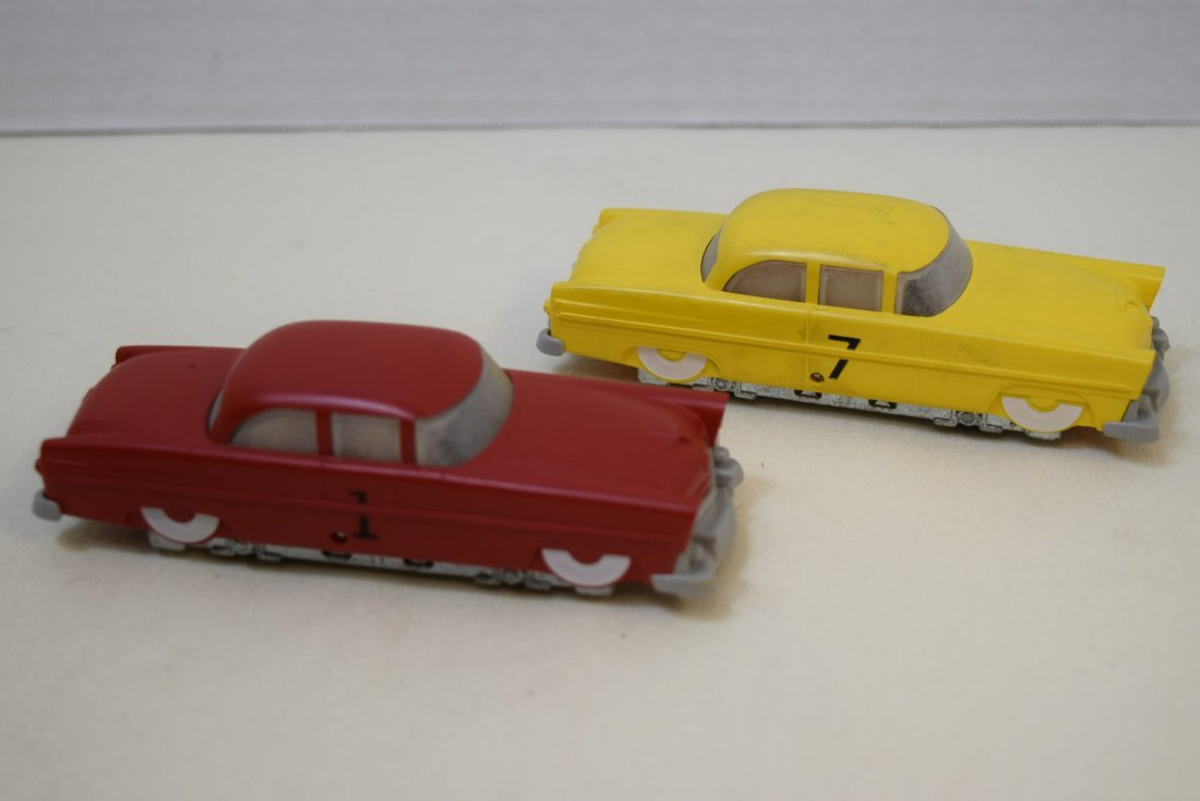 2 LIONEL RAIL CARS RED AND YELLOW