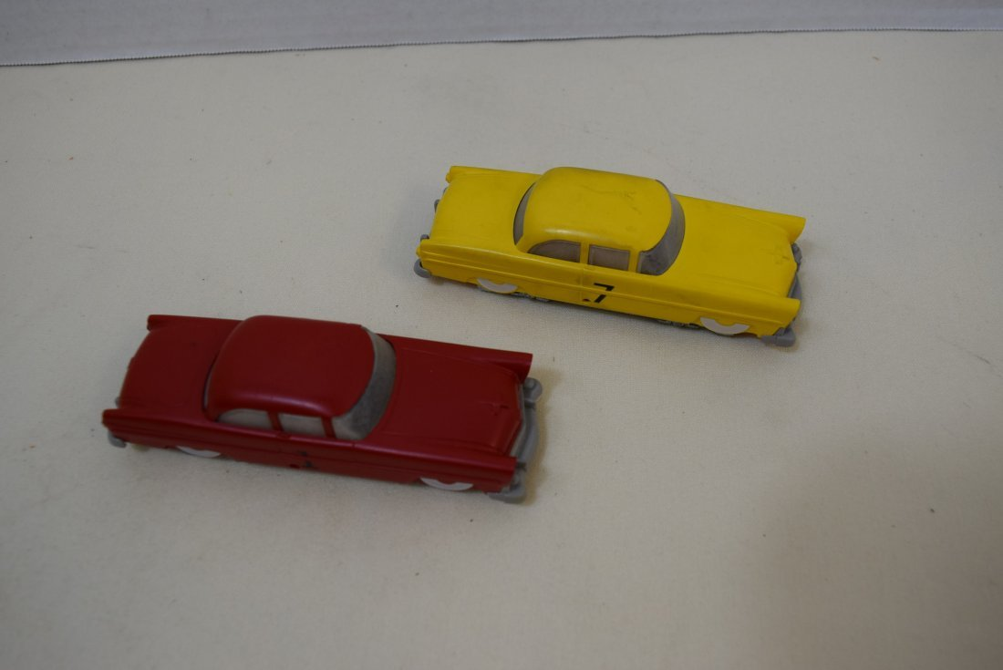 2 LIONEL RAIL CARS RED AND YELLOW - 2