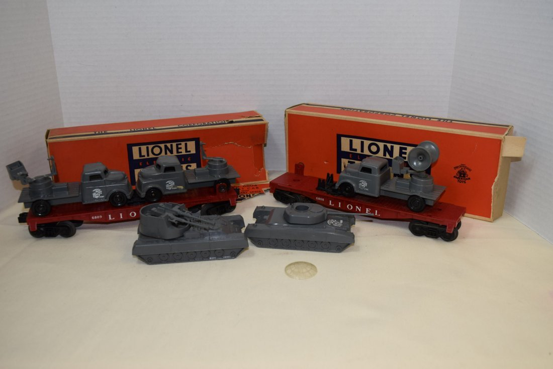 LIONEL FLATCARS WITH MILITARY TANKS