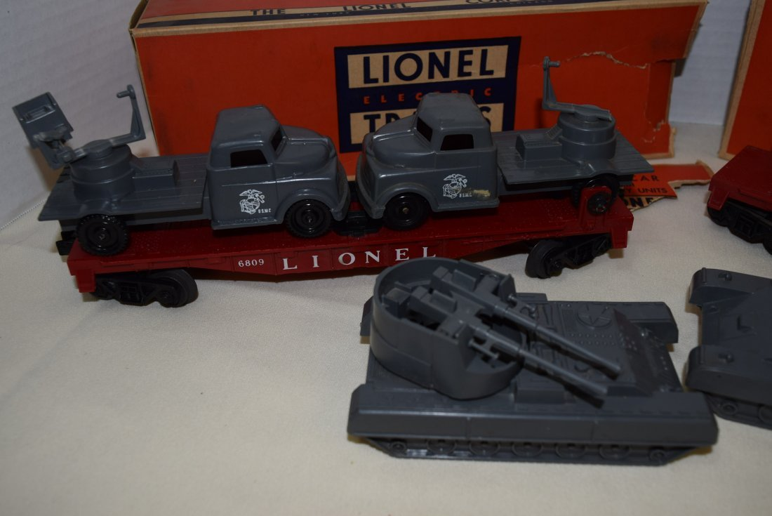 LIONEL FLATCARS WITH MILITARY TANKS - 2