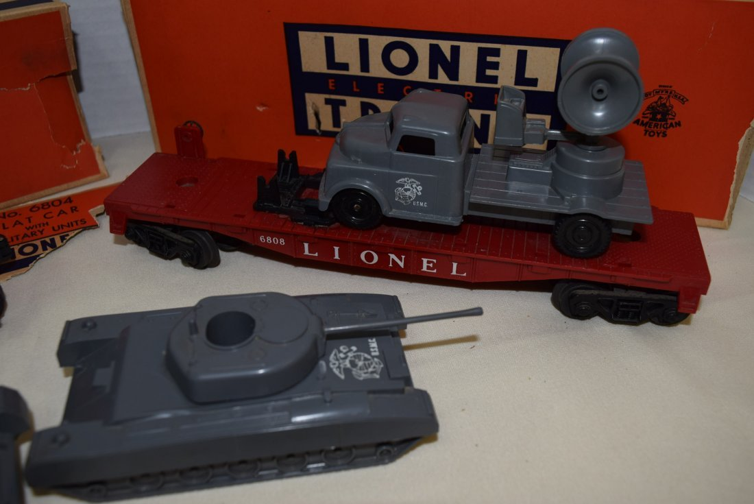LIONEL FLATCARS WITH MILITARY TANKS - 3