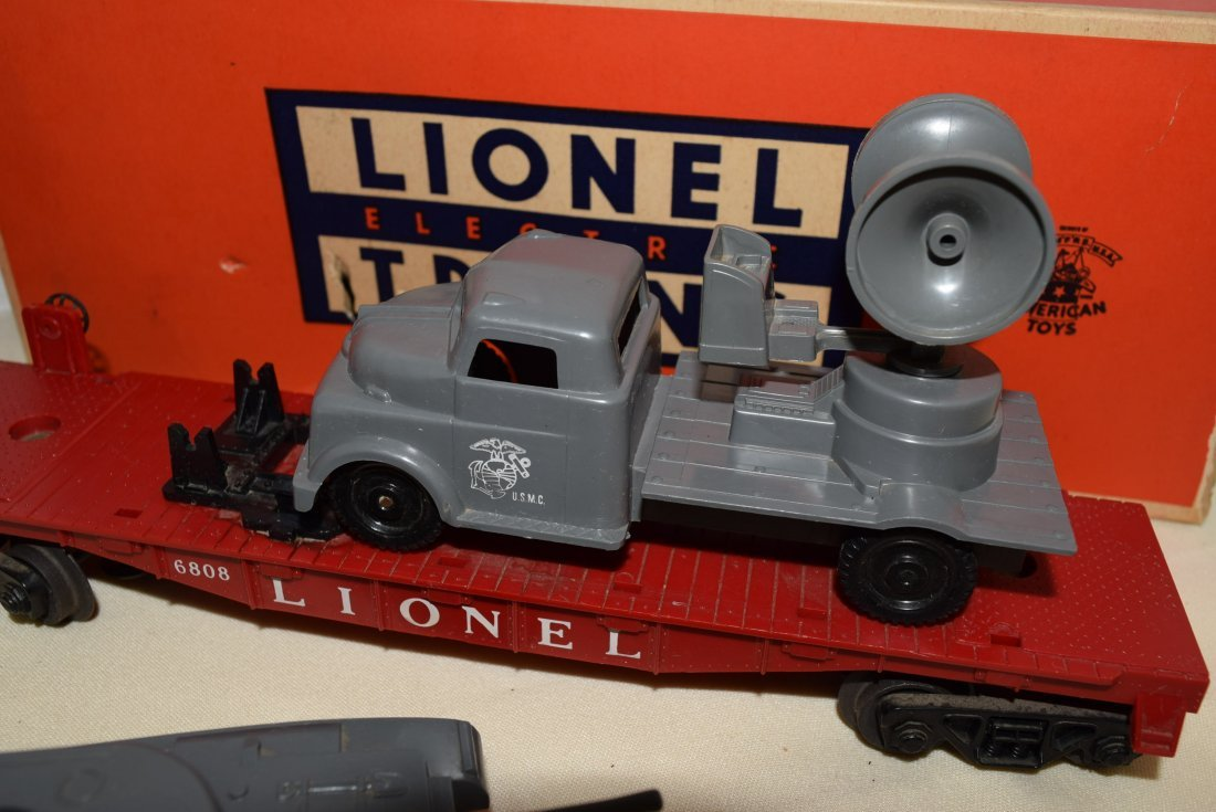 LIONEL FLATCARS WITH MILITARY TANKS - 6