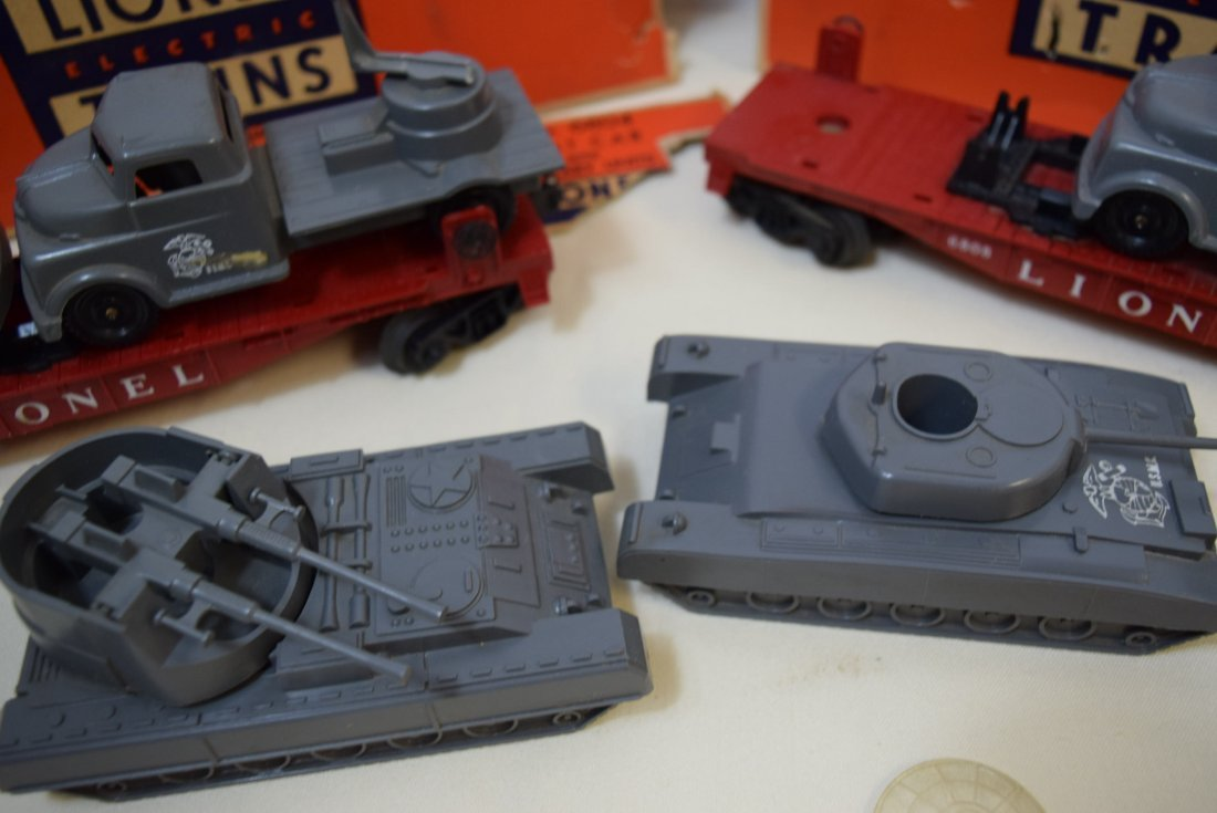LIONEL FLATCARS WITH MILITARY TANKS - 7