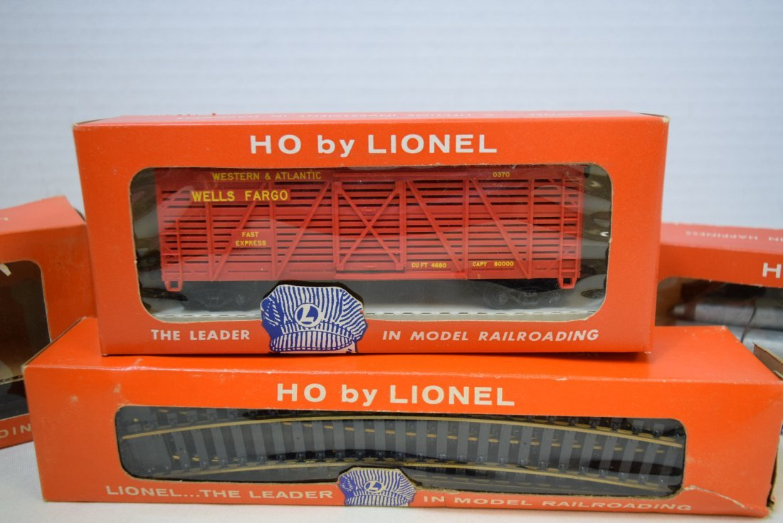 LIONEL HO HELIUM TANK CAR; ANIMATED CAR; TRACKS - 3