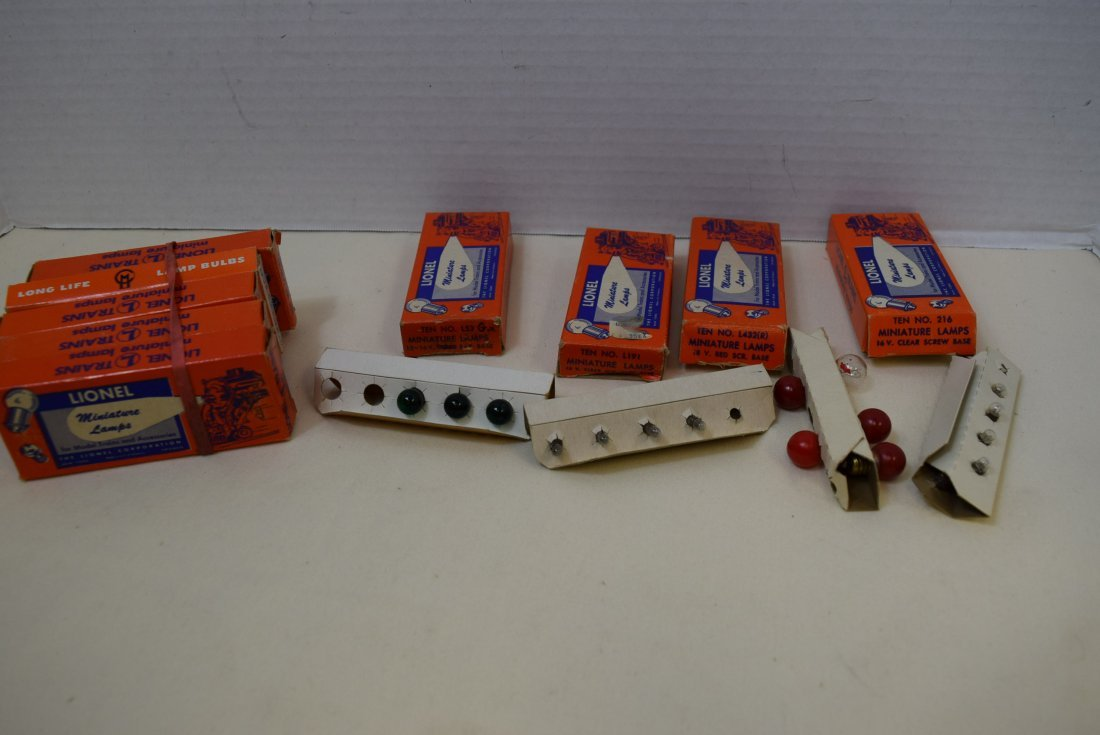 VARIOUS SETS OF LIONEL BULBS AND EMPTY BULB BOXES