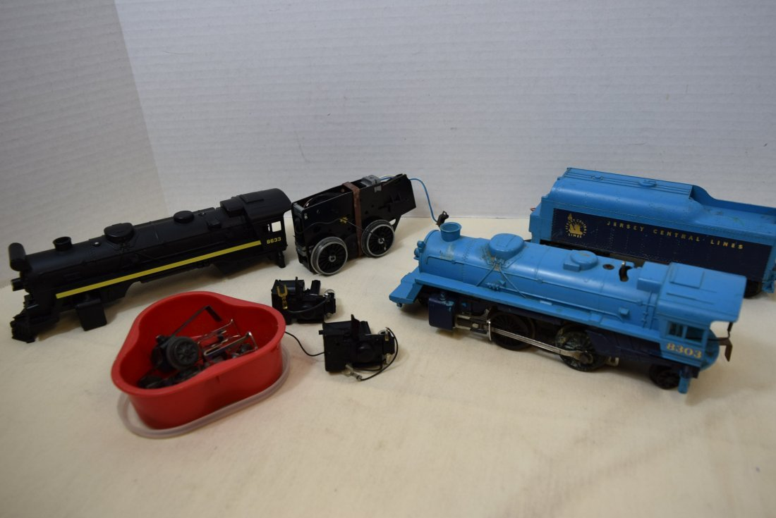 2 LIONEL LOCOMOTIVE 8633 & 8303 WITH TENDER