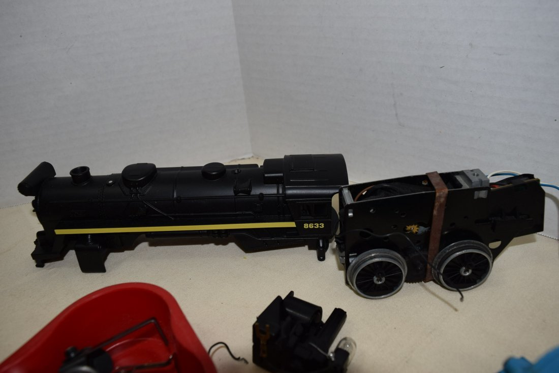 2 LIONEL LOCOMOTIVE 8633 & 8303 WITH TENDER - 4