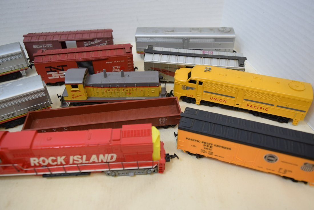 MIXED LOT HO SCALE LOCOMOTIVES AND MORE - 2