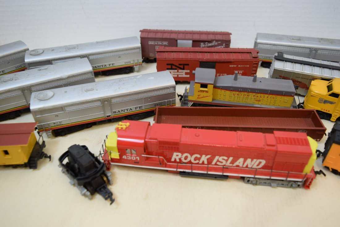 MIXED LOT HO SCALE LOCOMOTIVES AND MORE - 3