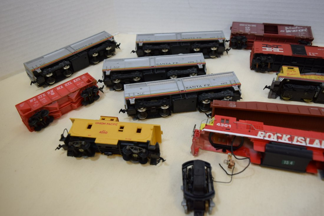 MIXED LOT HO SCALE LOCOMOTIVES AND MORE - 5