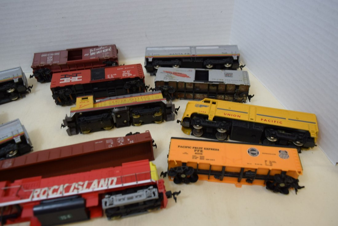 MIXED LOT HO SCALE LOCOMOTIVES AND MORE - 6