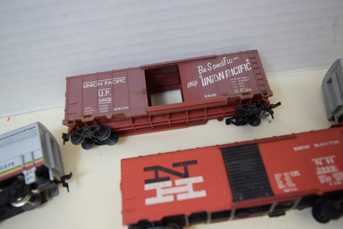 MIXED LOT HO SCALE LOCOMOTIVES AND MORE - 7