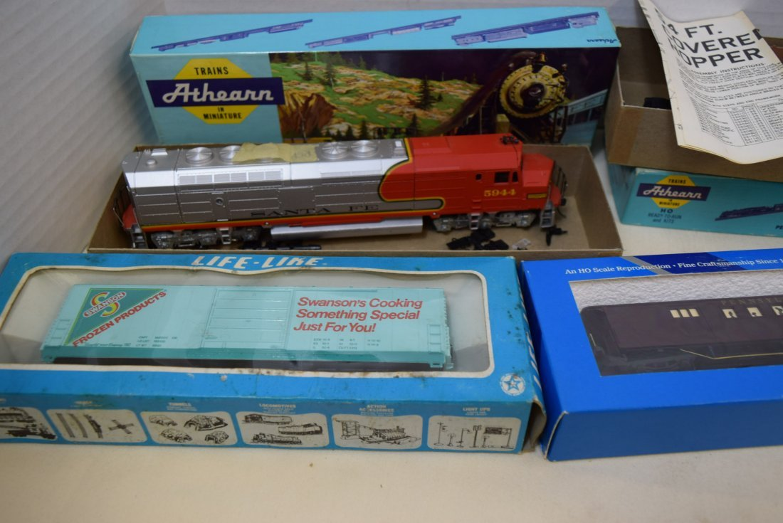 2 ATHEARN HO READY-TO-RUN AND KITS. 2 LIFE-LIKE AN - 2