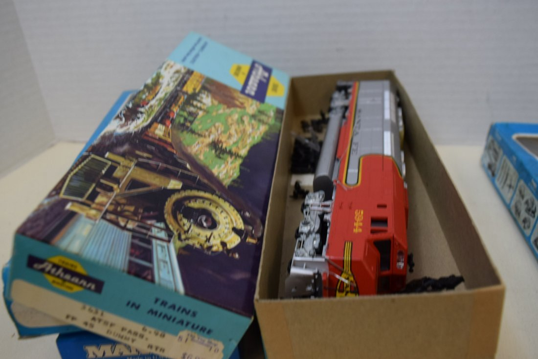 2 ATHEARN HO READY-TO-RUN AND KITS. 2 LIFE-LIKE AN - 9