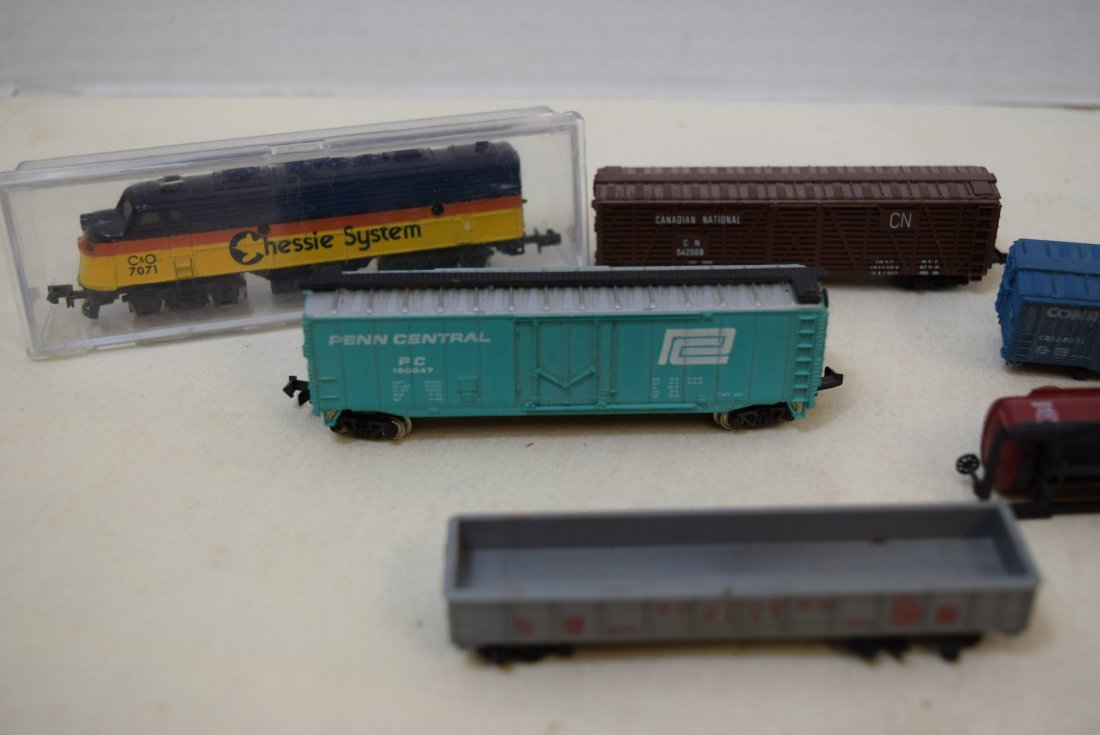 LOCOMOTIVE AND TRAINS N SCALE - 2