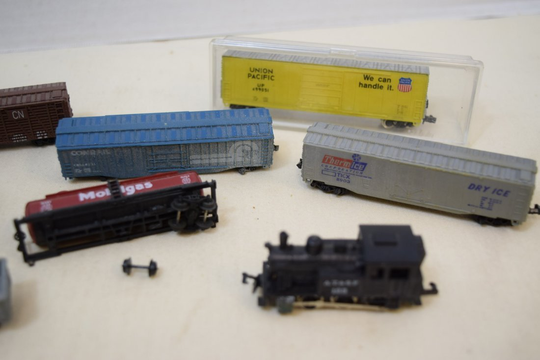 LOCOMOTIVE AND TRAINS N SCALE - 3