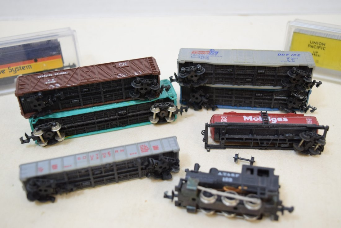 LOCOMOTIVE AND TRAINS N SCALE - 5