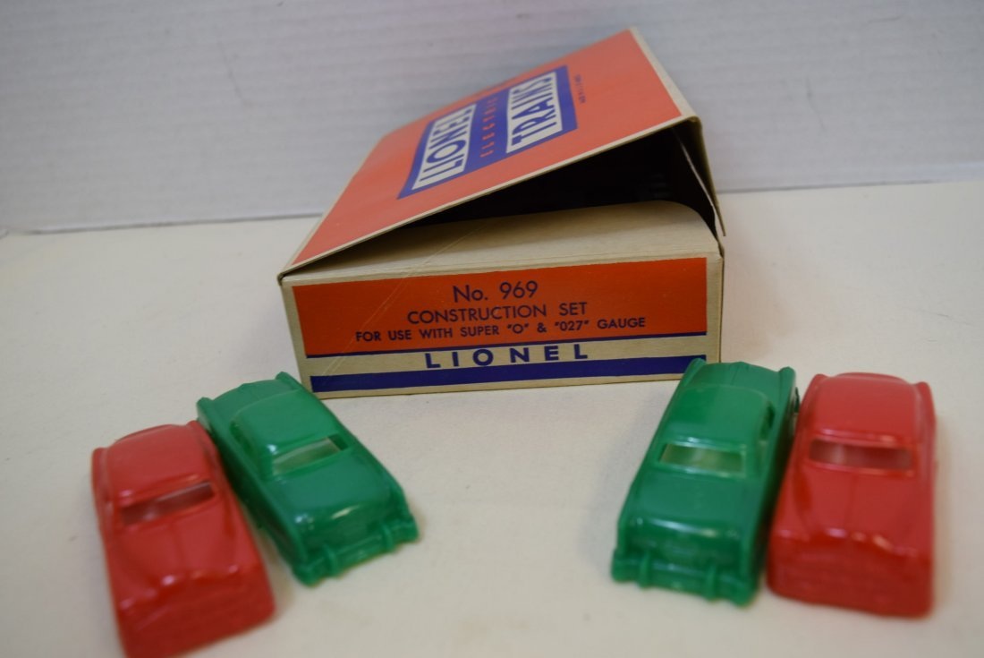 LIONEL CONTRUCTION SET 969 WITH FOUR CARS - 3