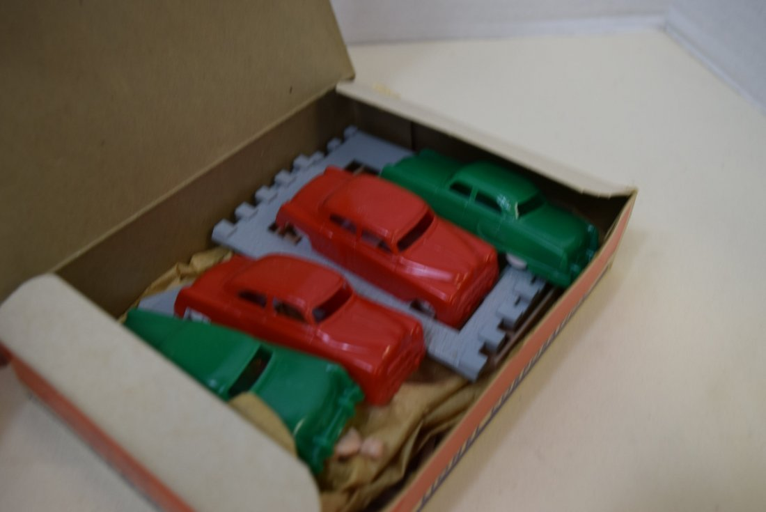 LIONEL CONTRUCTION SET 969 WITH FOUR CARS - 4
