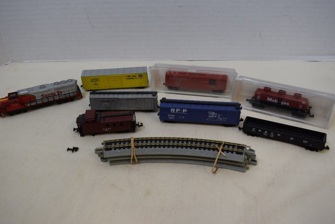 N SCALE MIXED LOT- ENGINES, CARS & MORE