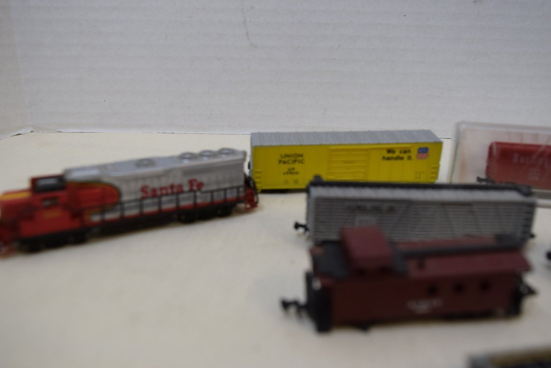 N SCALE MIXED LOT- ENGINES, CARS & MORE - 2