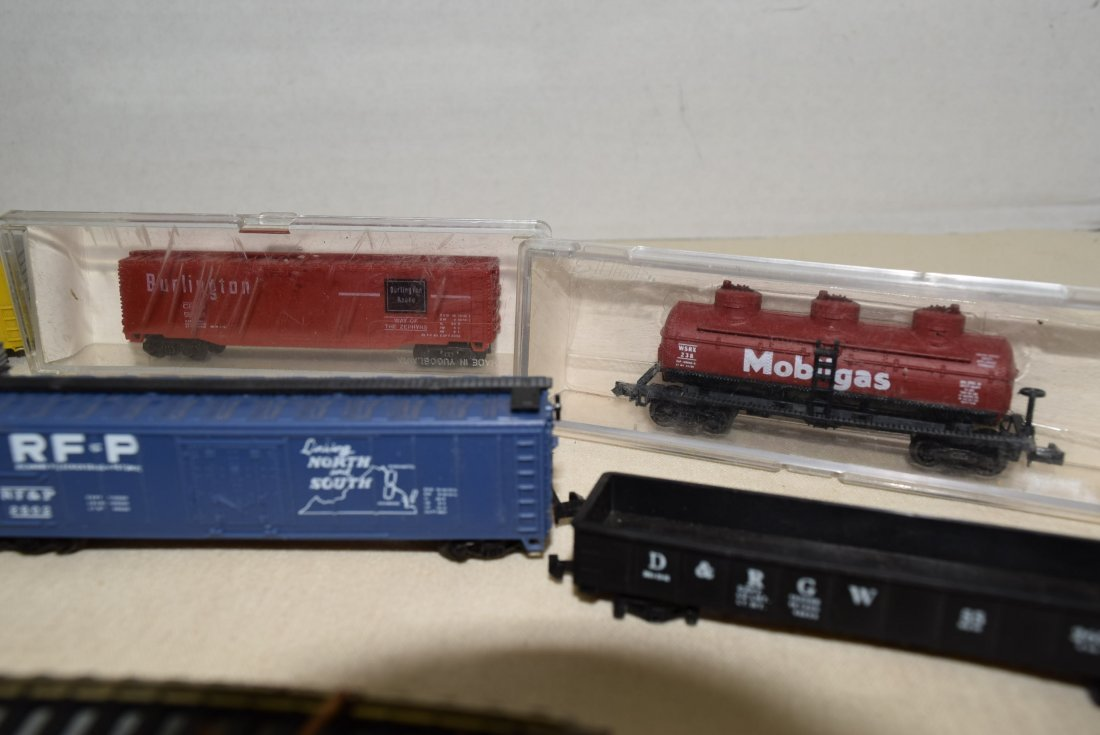 N SCALE MIXED LOT- ENGINES, CARS & MORE - 3