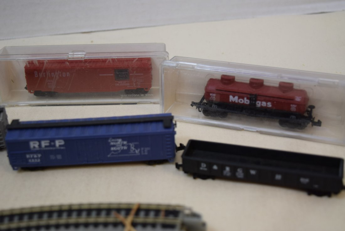 N SCALE MIXED LOT- ENGINES, CARS & MORE - 4