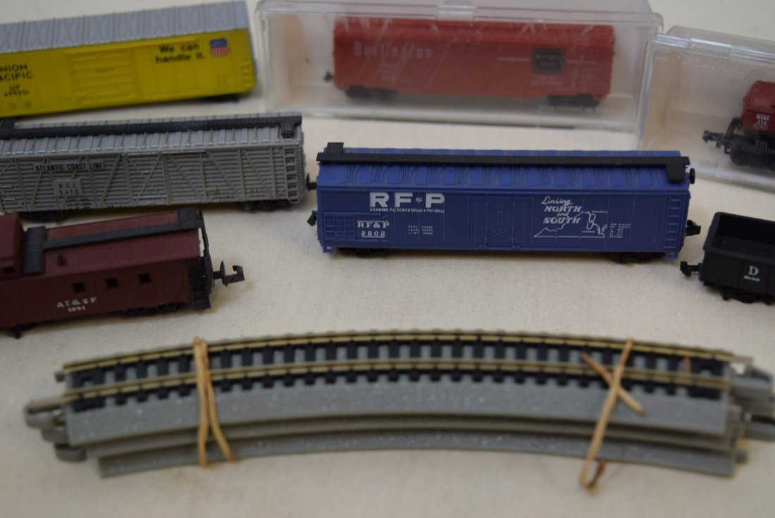 N SCALE MIXED LOT- ENGINES, CARS & MORE - 5