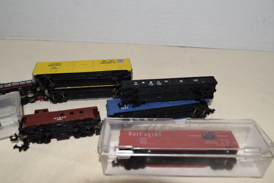 N SCALE MIXED LOT- ENGINES, CARS & MORE - 6