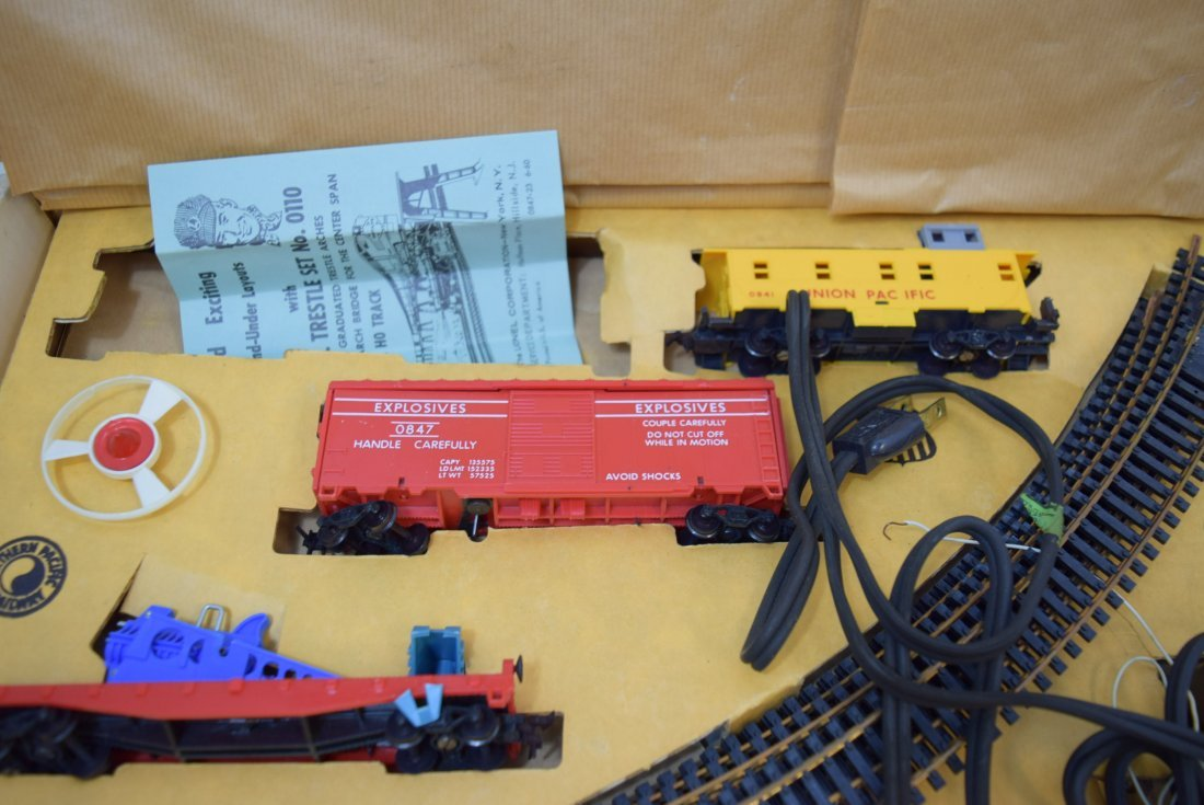 LIONEL TRAIN SET 14123 IN ORIGINAL BOX - 3