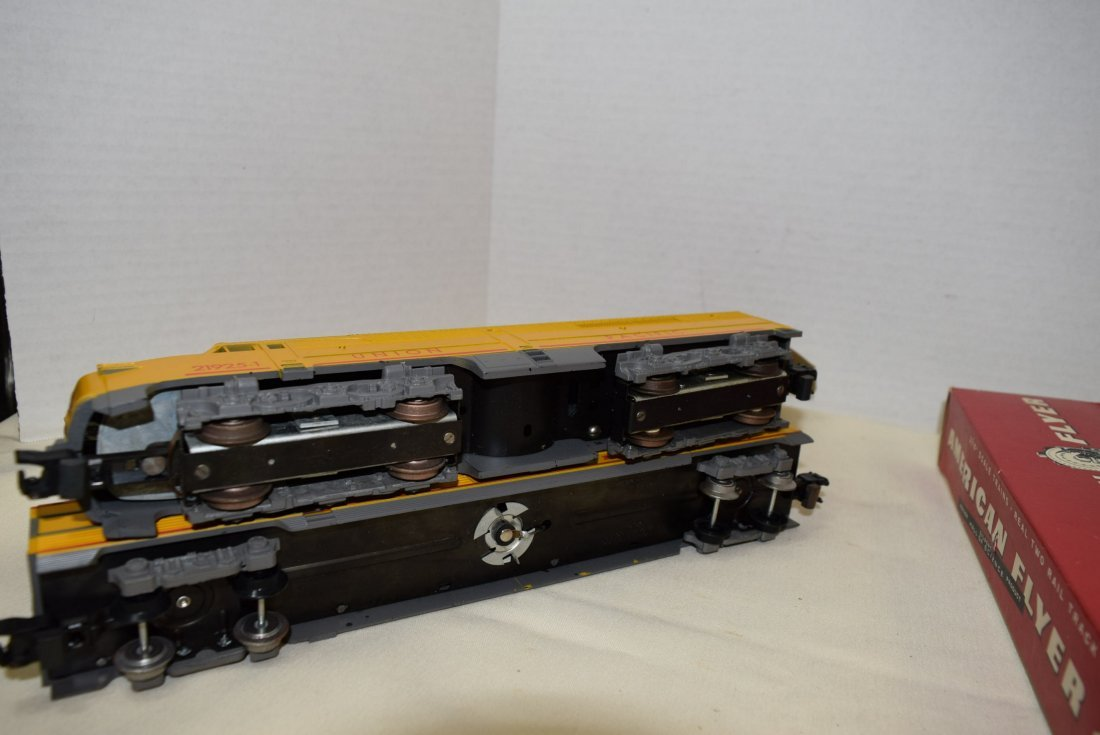 AMERICAN FLYER DUMMY WITH BELL CAR  & BAGGAGE & CL - 5