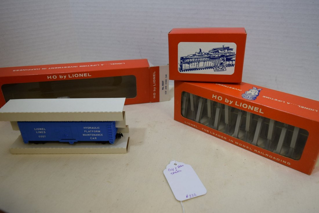 LIONEL HO SCALE TRAIN COP AND HOBO CAR & TRESTLE S