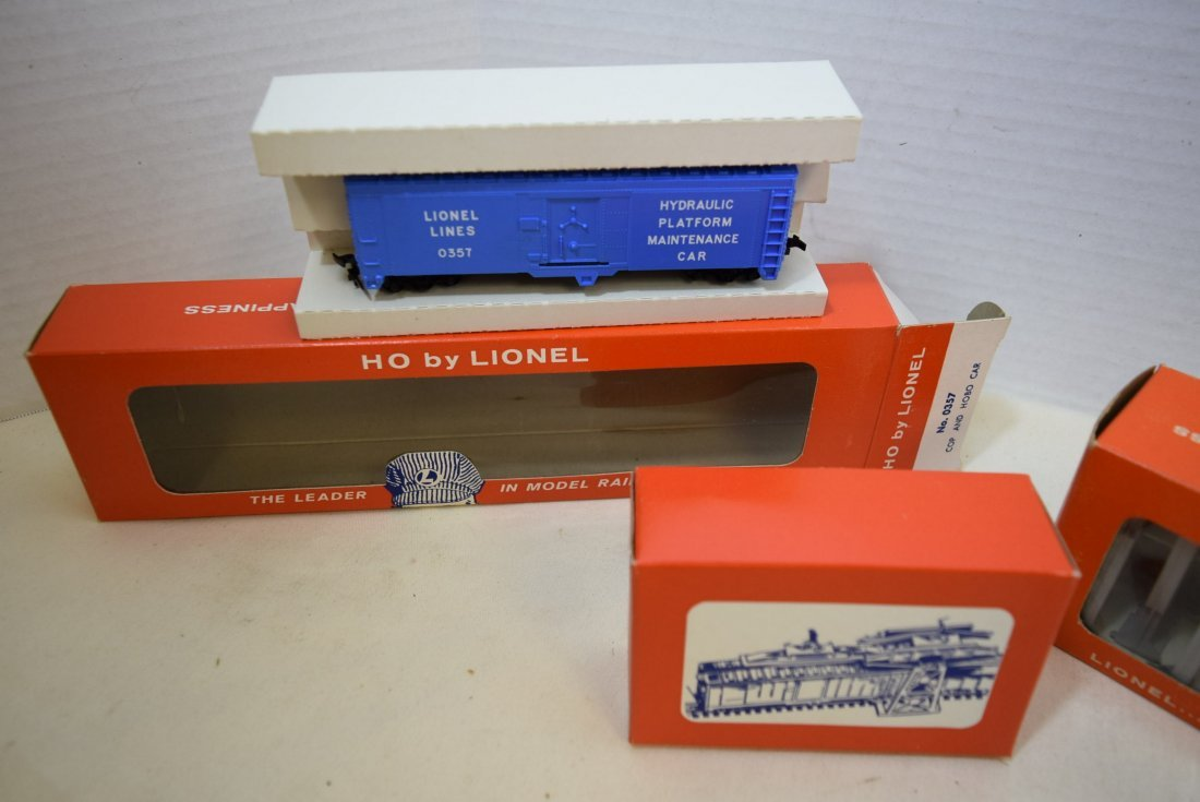 LIONEL HO SCALE TRAIN COP AND HOBO CAR & TRESTLE S - 3