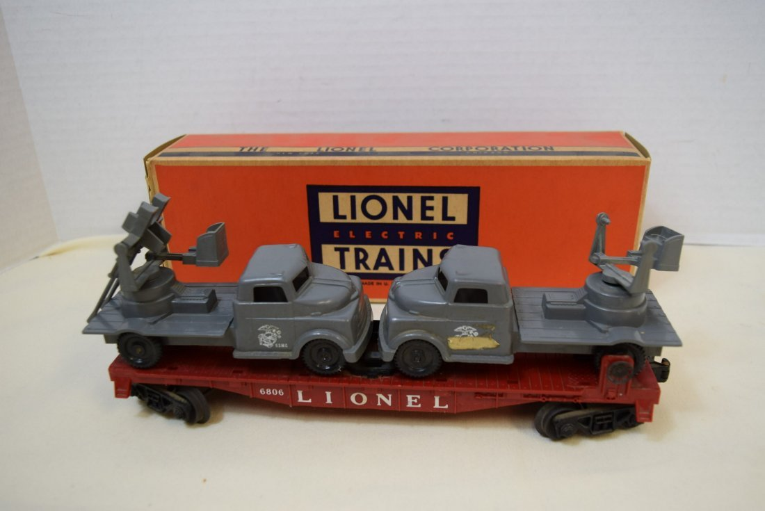 LIONEL FLAT CAR WITH MILITARY UNITS 6806
