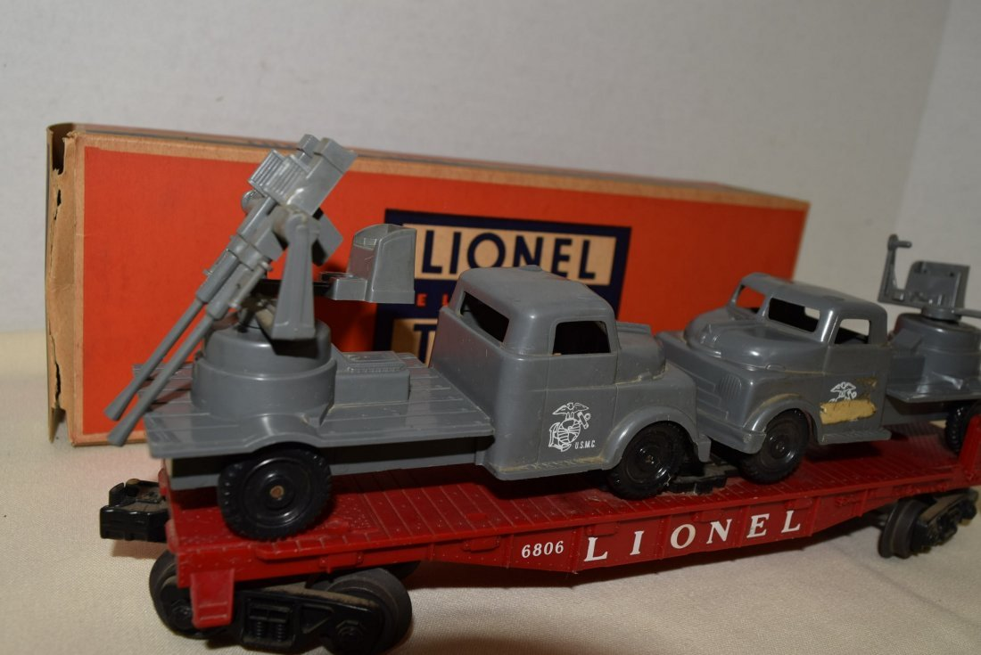 LIONEL FLAT CAR WITH MILITARY UNITS 6806 - 3
