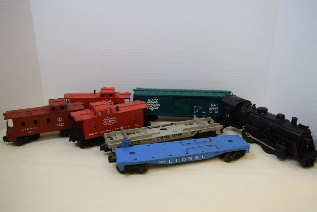 LIONEL LOCOMOTIVE & 6 TRAIN CARS