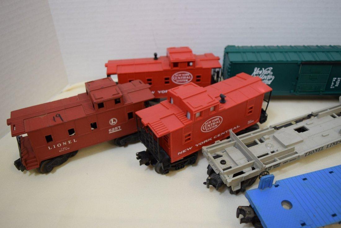 LIONEL LOCOMOTIVE & 6 TRAIN CARS - 2