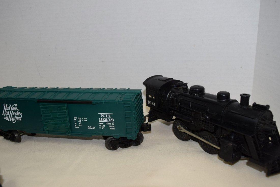 LIONEL LOCOMOTIVE & 6 TRAIN CARS - 5