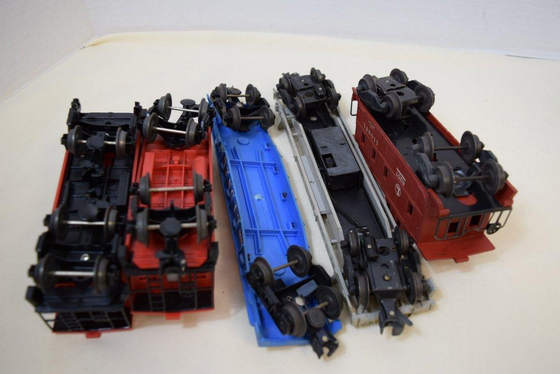 LIONEL LOCOMOTIVE & 6 TRAIN CARS - 7