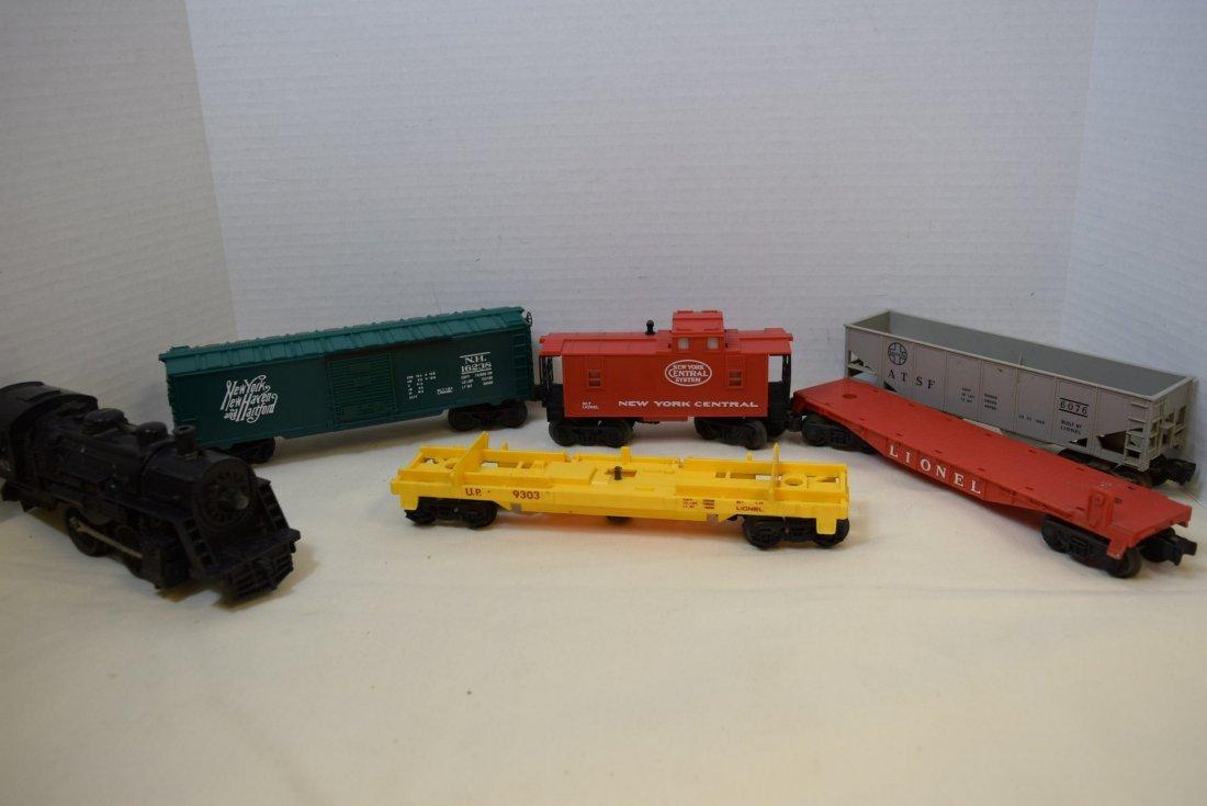 LIONEL LOCOMOTIVE 1062 & 5 TRAIN CARS